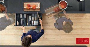 Juliska blogi kuva_nainen_tekee ruokaa keittiö